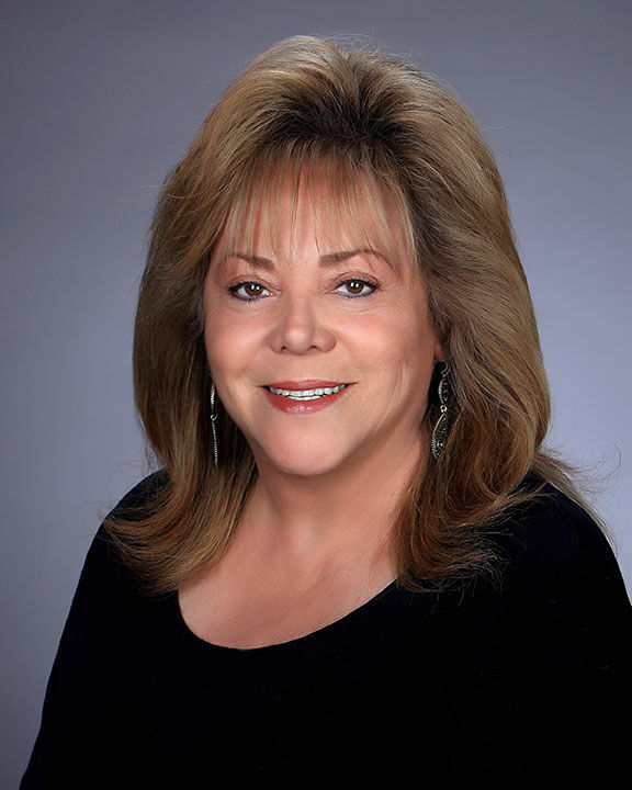 Linda Gonzalez,  in Simi Valley, Pinnacle Estate Properties