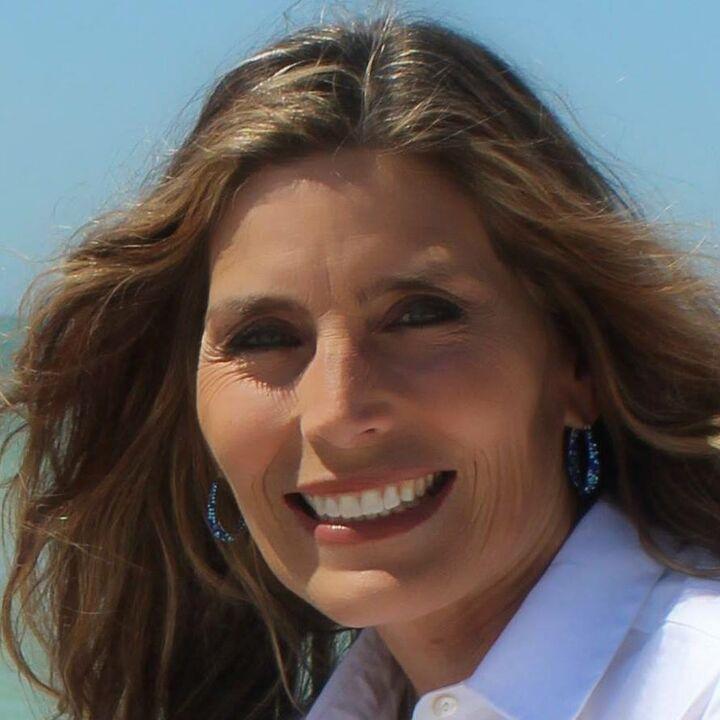 Carolyn Gomez