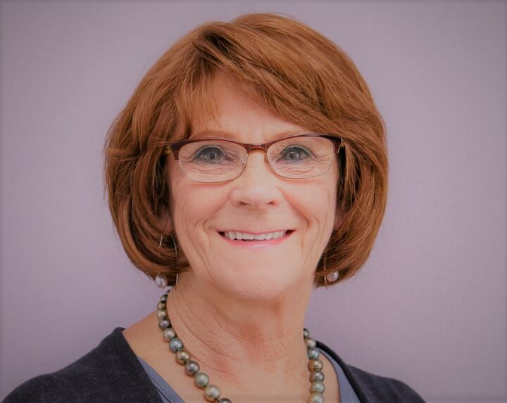 Karen Mezzetta, Relocation Specialist, Licensed Real Estate Broker in Oregon since 1999 in Medford, Windermere